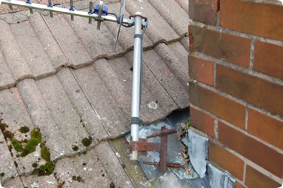 Knock-on type chimney mounted aerial that has failed